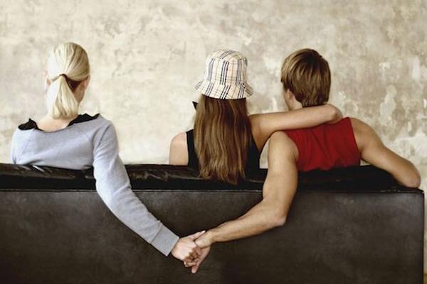 出轨男的 婚外情碰不得,一位出轨男的忠告千万别做第三者,代价太大了