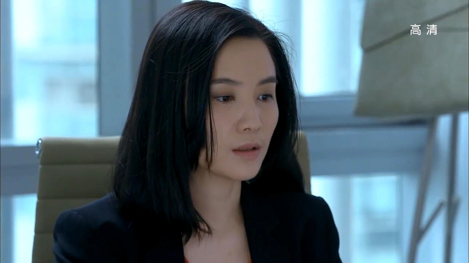 白色的月光下,宋佳看到她的丈夫出轨在车上情绪爆发。网友:我不想再看到中