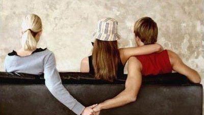初恋出轨_和初恋聊天算出轨吗_妻子出轨初恋离婚六年要复婚