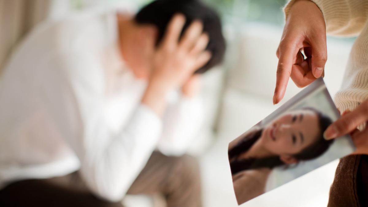 能原谅妻子出轨的男人_中年男人面对妻子出轨_男人出轨妻子