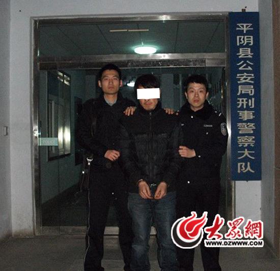 凶手勒死了一个少年,将他的尸体藏起来,并在床下勒索了十万。广州警方在